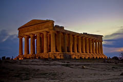Tempio della Concordia (Dr eelgood ) Tags: sunset sky italy orange sun clouds italia sicily sicilia agrigento valledeitempli drfeelgood tempiodellaconcordia peppebrico anticando flickrsicilia