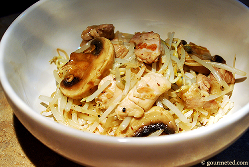 Crunchy Bean Sprouts with Chicken and Mushrooms