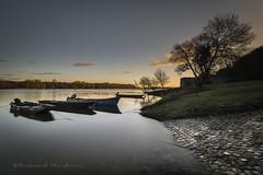 Douceur de Loire (Bertrand Thiéfaine) Tags: d750 bateau cale champtoceaux filtrend1000 filtrepolarisant hiver leverdujour loire moulinpendu plate oréedanjou leculdumoulin poselongue pavés fleuve matinal berge