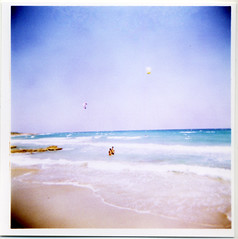(giuli@) Tags: sea kite color colour 120 film beach analog mediumformat geotagged iso200 holga xpro crossprocessed mare colore crossprocess toycamera 100v10f dia slidefilm crossprocessing agfa kitesurf salento puglia spiaggia diapositiva abcd rsx holga120gcfn rsxii agfarsxii200 agfarsxii frassanito agfarsx giuliarossaphoto lomografiafotografiaanalogicaitalia noawardsplease geo:lat=40235705 geo:lon=1845952 group:smellsfunny=no nolargebannersplease