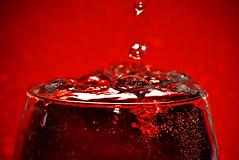 Brimfull (Villi.Ingi) Tags: life red color macro water glass closeup canon cool drink joy drop full soda taste splash spill waterdrops refreshing liquid softdrink spilling splashing brim giap