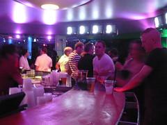 bar-crowd