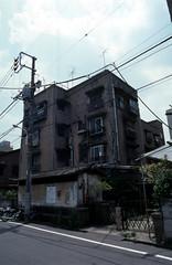 070619054.jpg (todoanphoto) Tags: tokyo contax rx distagon carlzeiss minowa 25mmf28 dojunkaiapartment