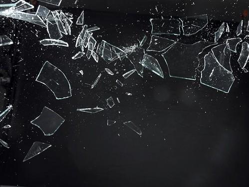 سقطت الصورة وانكسر البرواز 2498445479_7745a93fb