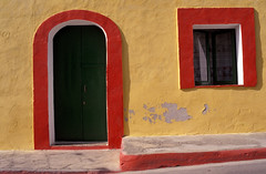 linosa (zecaruso) Tags: windows italy italia colore fenster finestra ventanas porta sicily caruso sicilia ciccio sud agrigento janelas linosa fentres venster nikonf601 pelagie colorsinourworld zecaruso cicciocaruso