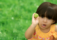 "Lmon gil ..    (Queen333"" ) Tags: orange green girl grass canon eos 1 lemon child 85mm usm f18 ef   450d"