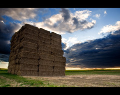 (252/365) Big ol' stack of bales! (Dusty V) Tags: light sunset sky glass landscape nikon filter nd fields 365 nikkor fam grad 1870mm bails graduated cokin d90 project365 dustyv