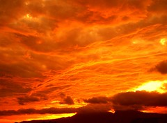 Orange Skies/Cielos color naranja. (Jos Maldonado) Tags: sunset sky clouds atardecer earth guatemala cielo nubes orangeskies awesomeafterglow alemdagqualityonlyclub amazingskyscapes