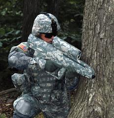 [フリー画像] [戦争写真] [兵士/ソルジャー] [XM25] [25mm炸裂弾ランチャー] [アメリカ軍兵士]      [フリー素材]