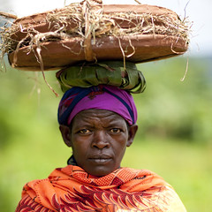 Dizzi woman with giant plates on the head - Ethiopia (Eric Lafforgue) Tags: africa people woman colour face female outside outdoors person artistic market portait femme headshot ornament omovalley marketplace bodypainting ethiopia rite porter tum personne humanbeing 0905 marche tete carrying visage contemplation adornment afrique pigments headandshoulders dehors omo eastafrica carre abyssinia ethiopie exterieur lookingatcamera traditionalclothes toum squarepicture abyssinie vueexterieure coloredpicture photocouleur menit afriquedelest nomadicpeople etrehumain habittraditionnel meinit valleedelomo regardantlobjectif peoplesoftheomovalley teteetepaules imagecarree peuplesdelavalleedelomo colouredpicture habittraditionnels peuplemenit menitpeople tribudesmenits menittribe meinitpeople meinittribe