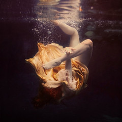 the chainless links (brookeshaden) Tags: painterly motion water bubbles tension struggle underwaterphotography brookeshaden texturebylesbrumes