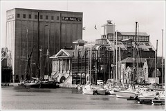 1987: Ipswich Docks (Simon_K) Tags: port docks suffolk waterfront 1987 urbandecay quay nostalgia wharf docklands ipswich urbanrenewal wetdock eastanglia quayside urbanwasteland ransomes 123bw neptunequay orwellquay wherryquay regattaquay cliffquay