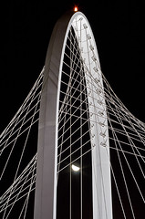 Ponte di Calatrava in RE [Santiago Calatrava Bridge] (ecatoncheires) Tags: bridge santiago white black night puente highway arch shot nightshot ponte emilia calatrava sail pont re vela brcke bianco arco nero notturna notte santiagocalatrava notturno reggio reggioemilia bogen archi ponti vele baugerst abigfave nellemilia reggionellemilia reggioemiliaitaly ecatoncheires autostradale