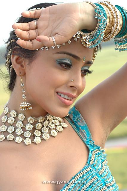 South Indian Sexy Actress Shriya Saran face photo