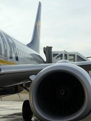 boeing (nadinček) Tags: barcelona airplane österreich airport spain ryanair flughafen graz flugzeug spanien feldkirchen saustria