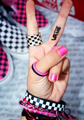 VANS Girl (S) Tags: white black shoes rings vans bracelets hotpink 7ennap