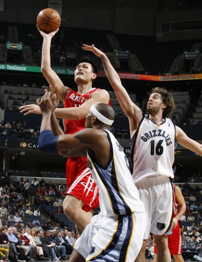 Yao Ming shoots over Memphis' Stromile Swift and Pau Gasol on his way to 22 points on 9-of-15 shooting in a convincing Rockets victory over the Grizzlies.  Yao also finished with 12 rebounds and 5 blocks.