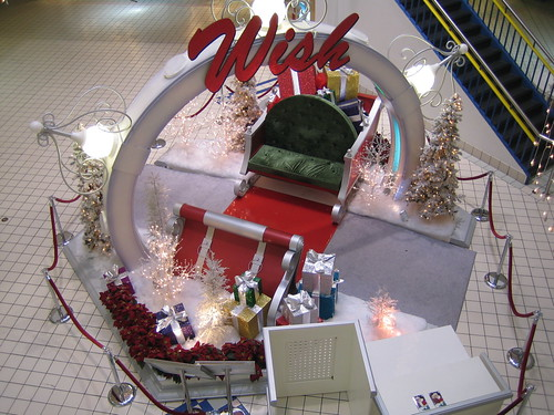 Clearwater, Florida: Countryside Mall: Santa Has Left The Building