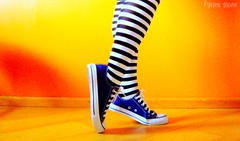 obladioblada :) (Honey Pie!) Tags: colors girl socks cores shoes legs stripes laranja colores amarelo converse ps pernas garota allstar meias chucktaylor tnis listras highsocks kneehighsocks listradas meiaslistradas listrados stripessocks cybershotdscs650 artsyfartsyfeet stripeslegs pernaslistradas
