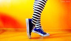 obladioblada :) (Honey Pie!) Tags: colors girl socks cores shoes legs stripes laranja colores amarelo converse pés pernas garota allstar meias chucktaylor tênis listras highsocks kneehighsocks listradas meiaslistradas listrados stripessocks cybershotdscs650 artsyfartsyfeet stripeslegs pernaslistradas