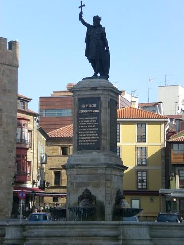 Estatua de Pelayo en Gijón