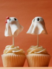 His & Her Halloween Ghost Cupcakes