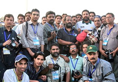 Pakistani Photographers with Inzimam (Max Loxton) Tags: pakistan southafrica photographers lastday cricket pakistani sa ppg lahore bangladesh qaddafi inzimam testseries