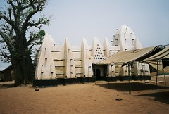 Ghana: Larabanga (zug55) Tags: africa tree village mosque ghana westafrica savannah baobab savanna larabanga northernghana baobabtree northernregion adansoniadigitata