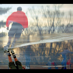 Skaters (Vesuviano - Nicola De Pisapia) Tags: winter sunset cold ice tramonto skating skate skater inverno riflessi freddo soe pattini ghiaccio relections pattinaggio blueribbonwinner pattinatori perfectangle vesuviano aplusphoto citrit