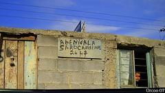 Avenida Lzaro Crdenas. (Orcoo) Tags: mexico ventana avenida mujer puerta error anuncio nuevoleon letrero monterrey espaol educacion errores ortografia