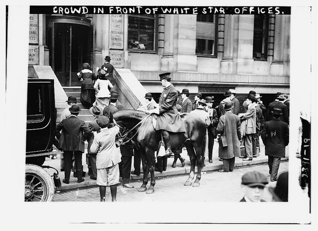 Crowd in front of White Star offices (LOC)