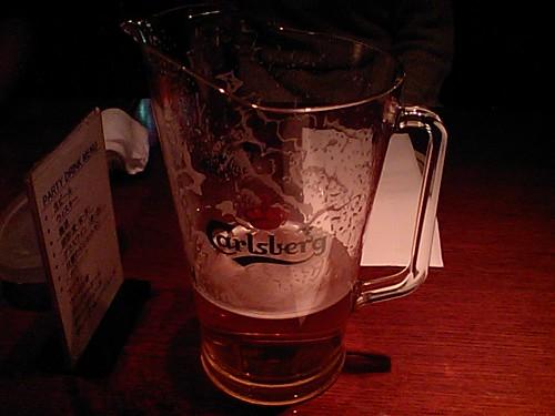 ピッチャー飲み。