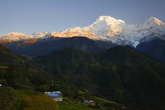 Annapurna South, Nepal (elosoenpersona) Tags: nepal mountain mountains sunrise trekking trek asia glow south amanecer alpen himalaya montaña annapurna montañas annapurnas chomrong aplusphoto elosoenpersona
