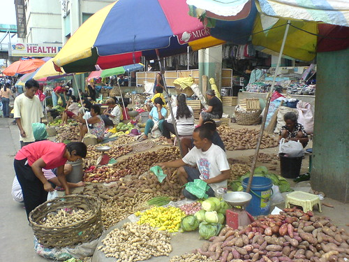 ormoc leyte root crops vendor sidewalk street kamote ginger luya sweet potato Pinoy Filipino Pilipino Buhay  people pictures photos life Philippinen  菲律宾  菲律賓  필리핀(공화국) Philippines