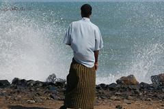 Waves at Pondicherry (Monkey Images) Tags: ocean sea people india french seaside waves tamilnadu francais pondicherry southindia lungi cd5 puducherry