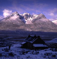 Shenavall at dawn (the44mantis) Tags: winter mountain snow sunrise landscape scotland escocia corbett schottland schotland ecosse bothy scozia anteallach beinndeargmhor