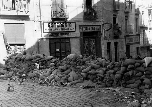 Plaza de Zocodover, cuesta de las Armas, Toledo en plena guerra civil, septiembre de 1936. Foto Vincent Doherty. Arxiu Comarcal de l'Alt Penedès