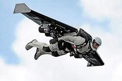 Jetman volando sobre los Alpes