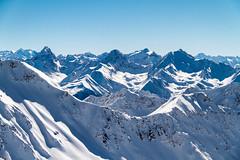 Aussicht vom Parpaner Rothorn (travelmemo.com) Tags: schnee winter schweiz ch sonnenschein lenzerheide valbella graubnden graubuenden schweizeralpen vision:mountain=0949 vision:outdoor=099 vision:clouds=0713 vision:snow=0711 vision:sky=0834 httpbitly1egg6di