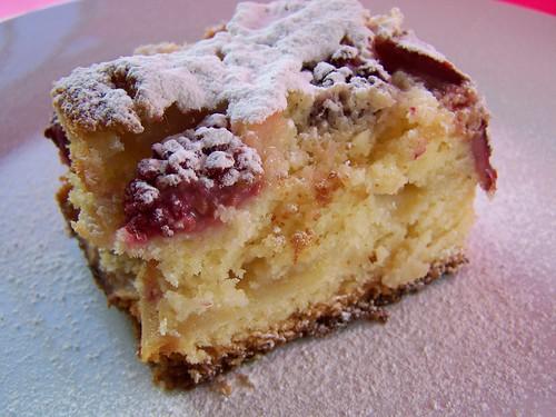torta con manzana y fresas 001