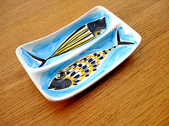 swedish modern ceramic fish dish (Grain Edit.com) Tags: fish art modern illustration vintage denmark ceramics sweden swedish retro danish accessories 1960s dishes scandinavian midcentury ashtrays danishmodern stiglindberg atomicage swedishmodern