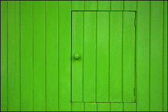 Behind the Green Door... (psycho ry) Tags: door verde green puerta palermo greendoor mnimo safaribareloaded jimlowe dalesubilaayolatengo