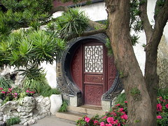 shanghai round door (kexi) Tags: china door old pink flowers white tree nikon closed december shanghai steps round coolpix 2007 instantfave