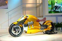 Suzuki Biplane Concept in Tokyo Motor Show 2007 (_takau99) Tags: auto show trip travel november vacation holiday bike yellow topv111 japan topv2222 lumix gold tokyo topv555 topv333 asia topv1111 topv999 topv444 topv222 panasonic motorbike topv5555 chiba motorcycle 日本 東京 topv777 motor suzuki concept topv3333 topv4444 messe topv666 topf10 biplane 2007 makuharimesse makuhari topv888 topv6666 autobike topf5 tokyomotorshow fx30 東京モーターショー autocycle takau99 dmcfx30 tokyomotorshow2007