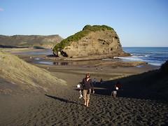 Looking back to Te Henga Beach (Seamoor) Tags: ocean new fish black mountains beach pool rock lava sand waves tide tube surfing zealand cave te henga sruf