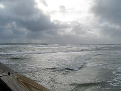 Ominouse sky and sea (FlaSunshine) Tags: breakfast waves lakeworthpier roughocean bennysonthebeach tropicalstormnoel