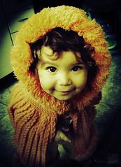 ...Little princess... (Jorge L. Gazzano) Tags: portrait children princess retrato criana filha princesa pedreira curiosidade analaura duetos sonyh9
