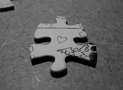 Cuoricino - Little heart (fgross) Tags: bw macro love nikon heart bn puzzle sweetheart cuore amore disegno dolcezza biancoenero soli uccello pezzo attacco sentimenti littleheart cuorisoli