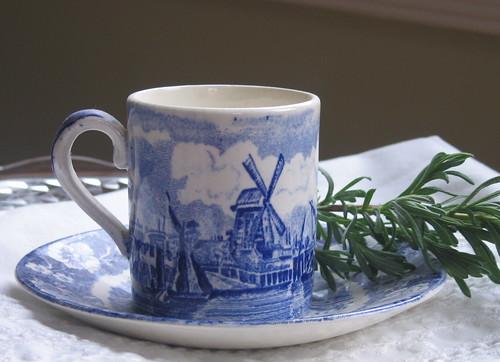 Petite cup & saucer