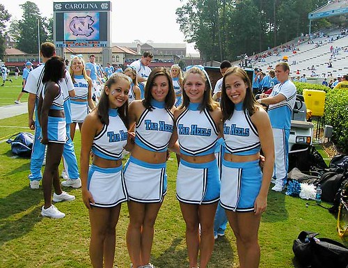 tar-heels-cheerleaders-pose by imnatron.